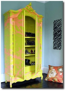 Bright-yellow-Graffiti-Wardrobe
