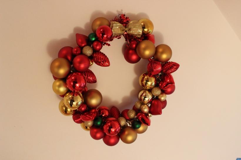 Christmas bauble wreath2