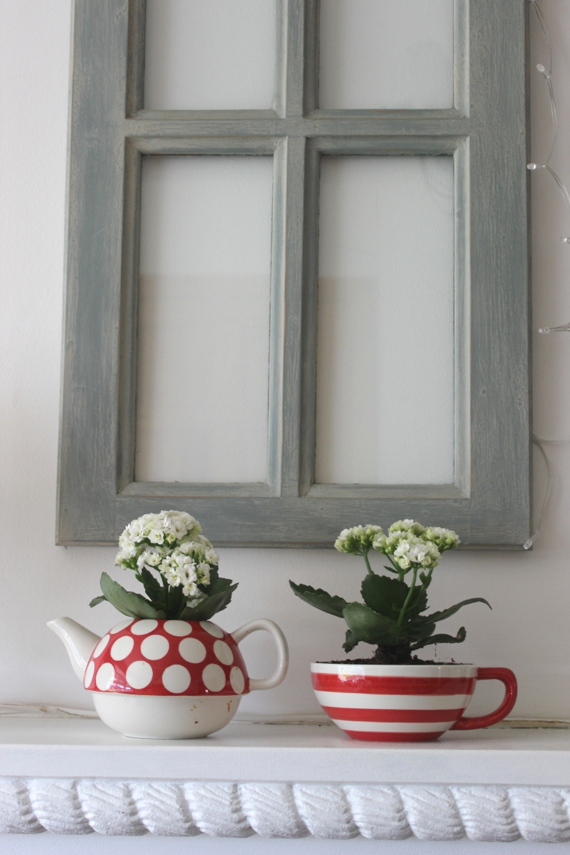 Teapot and cup with flowers