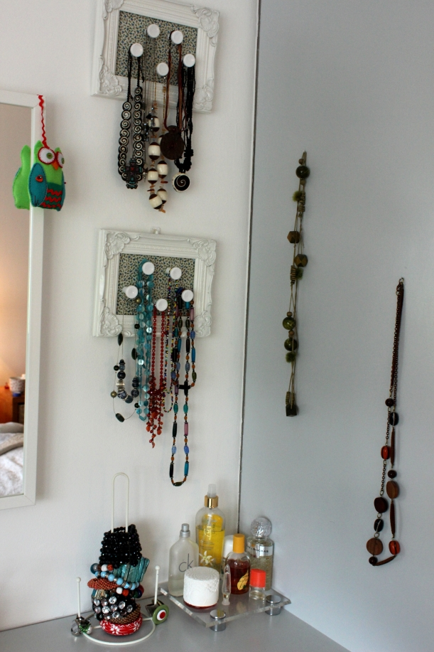Organising jewellery in a corner