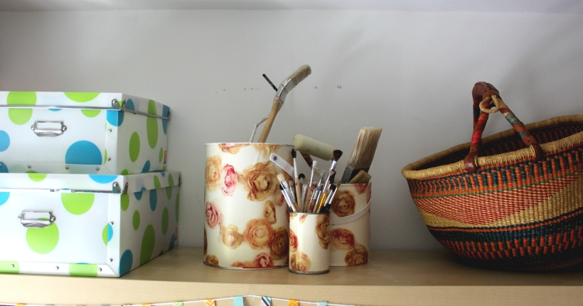 Upcycling tins to organise brushes - OrganisingChaosBlog